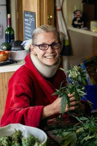 spinal_cord_injury_traumatic_head_injury_healingthbrain_memory_cbd_cannabinoid_treatment_debbie_wilson_marijuana_advocate_weed_plant